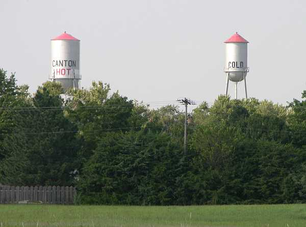 hot and cold water towers - Canton, Kanas