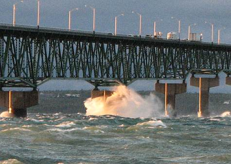 Huge waves striking th Mackinac Bridge