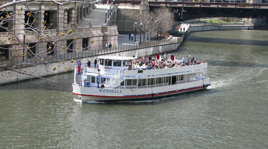 Wendella tour boat in the Chicago River
