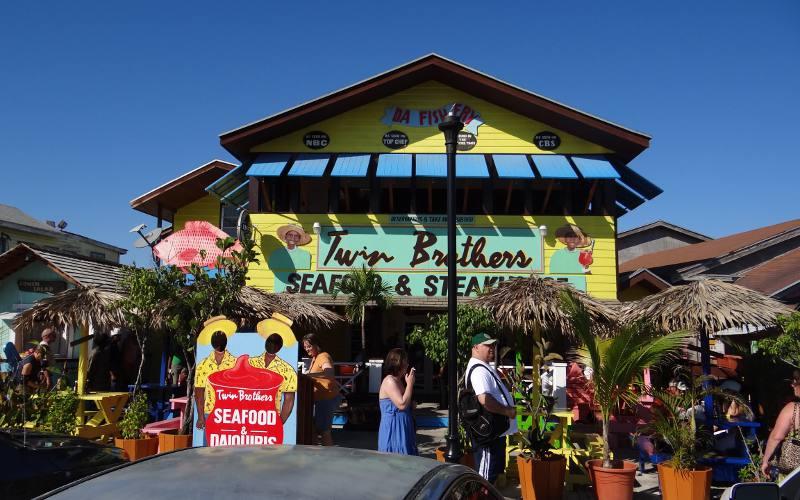 Nassau bahamas arawak cay for Fish fry bahamas