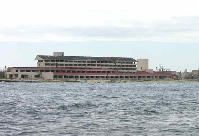 Hurricane damaged Hotel Presidente - Cozumel